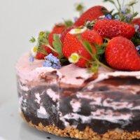{In Love} Eistörtchen mit frischen Erdbeeren
