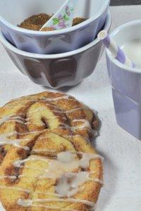 Zimtschnecken kombiniert mit knusprigen Cookies