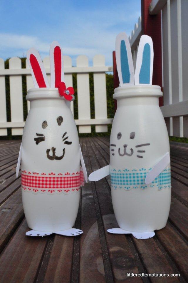 Hasen aus Actimelflaschen